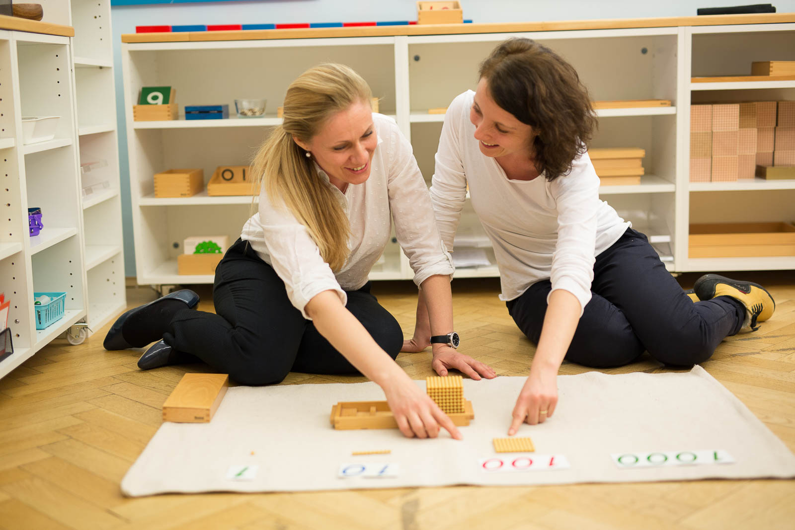 the role of a montessori teacher Write a comprehensive note on the role of a teacher in the montessori classroomthe teacher in a montessori classroom takes on a completely different role to a teacher in a traditional classroom.